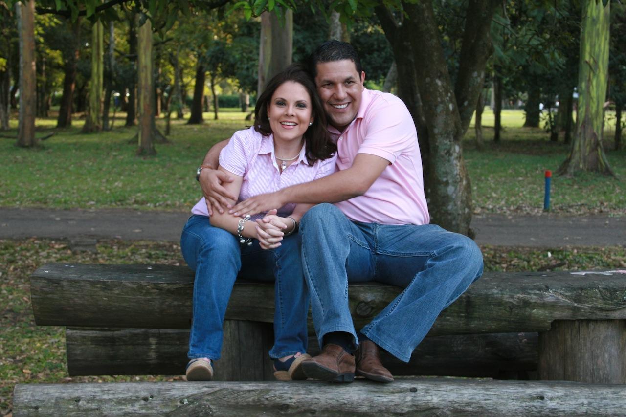 Fotografia Profesional  de Bodas en Costa Rica Rut Ben Yehuda. Sesion fotográfica de compromiso en el parque la Sabana, San Jose, Costa Rica. www.rutyehuda.com
